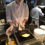 Omeleta se dělá zásadně hůlkama